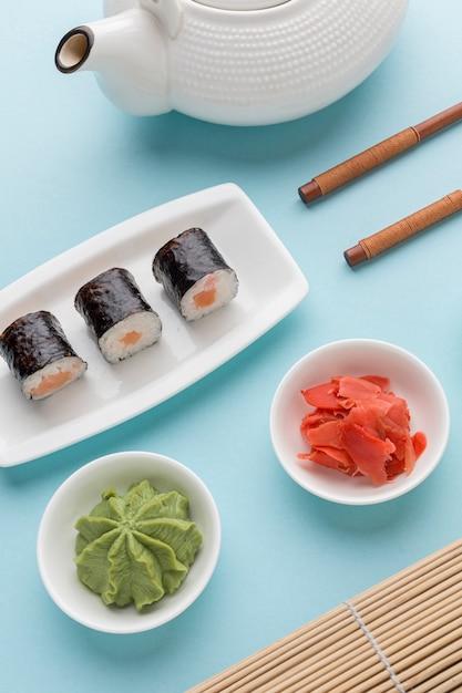 Close-up Délicieux Rouleaux De Sushi Au Wasabi Photo gratuit