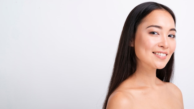 Close-up Femme Asiatique Avec Copie-espace Photo gratuit
