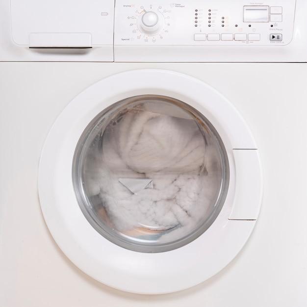 Close-up fermé machine à laver complète Photo gratuit