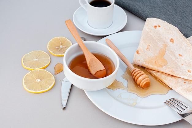 Close-up miel fait maison avec des tortillas Photo gratuit