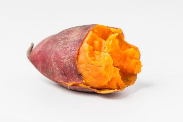 Close-up de la moitié de la patate douce Photo gratuit