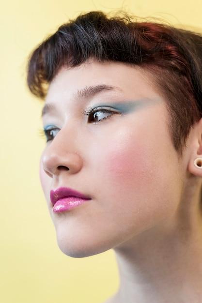 Close up portrait de belle dame Photo gratuit