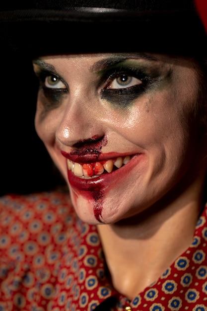 Close-up portrait de femme levant Photo gratuit