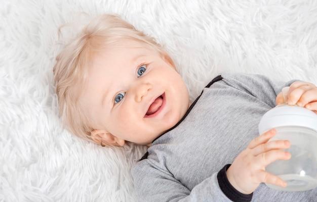Close up portrait de jolie fille Photo Premium