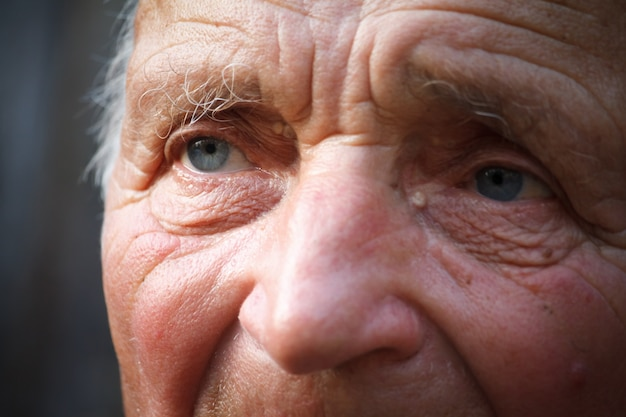 Close-up Portrait D'un Très Vieil Homme Photo Premium