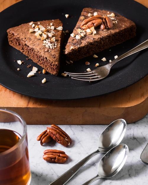 Close-up Savoureux Morceaux De Gâteau Prêts à être Servis Photo gratuit
