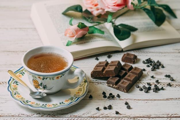 Close-up tasse de thé au chocolat Photo gratuit
