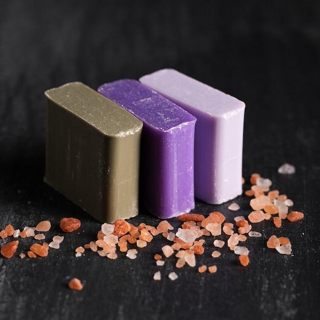 Close-up trois types de savon Photo gratuit