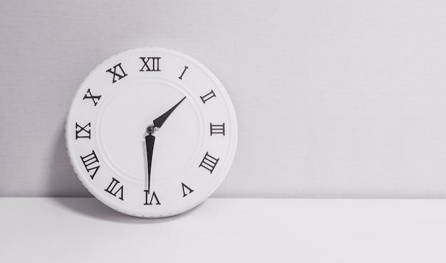 Closeup horloge pour décorer spectacle une heure et demie Photo Premium