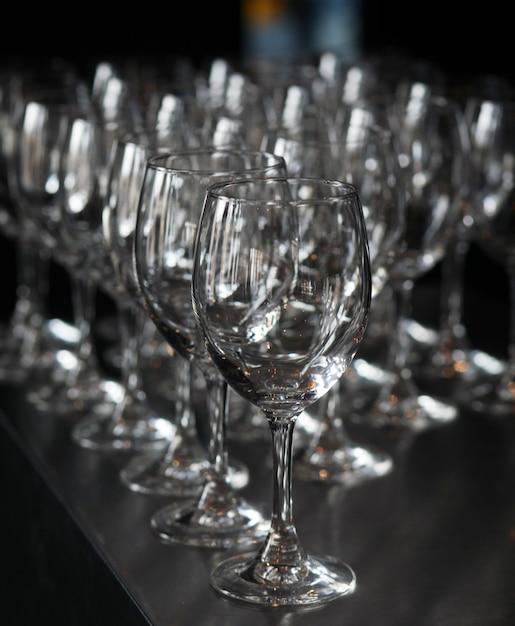 Closeup image de verres à pied vides Photo gratuit