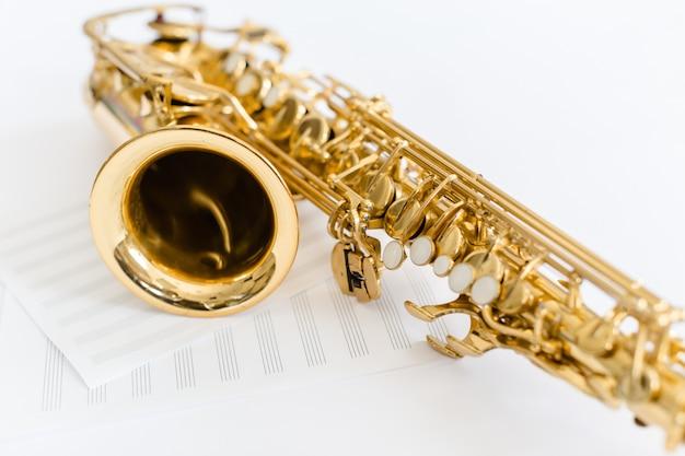 Closeup touches saxophone Photo Premium