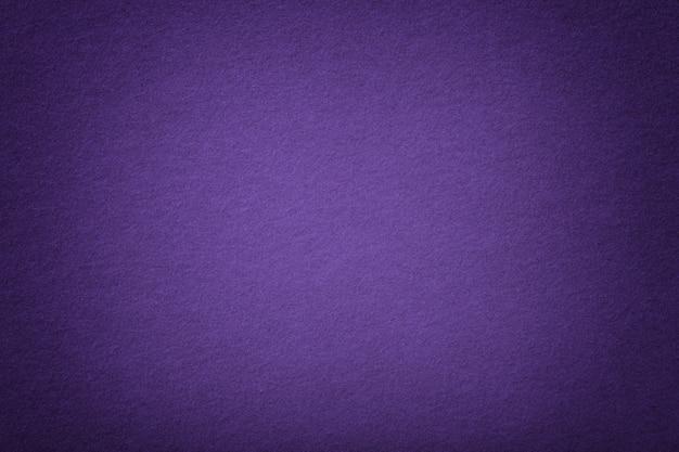Closeup Violet Foncé Mat En Tissu. Texture Velours De Feutre. Photo Premium