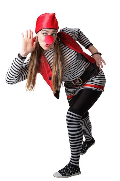 Clown en costume de pirate isolé sur fond blanc Photo Premium