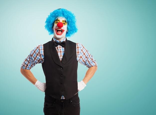 Clown avec les mains sur les hanches Photo gratuit