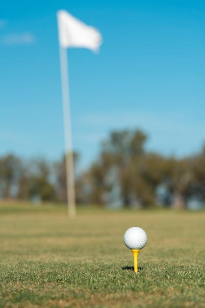 Club De Golf à Faible Angle Sur Le Terrain Photo gratuit
