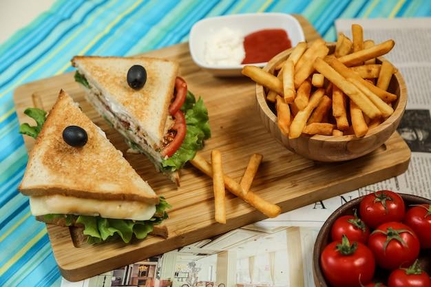 Club Sandwich Avec Frites Photo gratuit