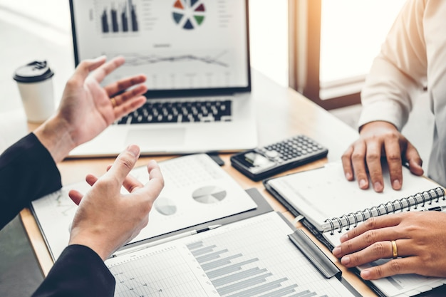 Co-working business team consultation réunion planification stratégie analyse investissement Photo Premium