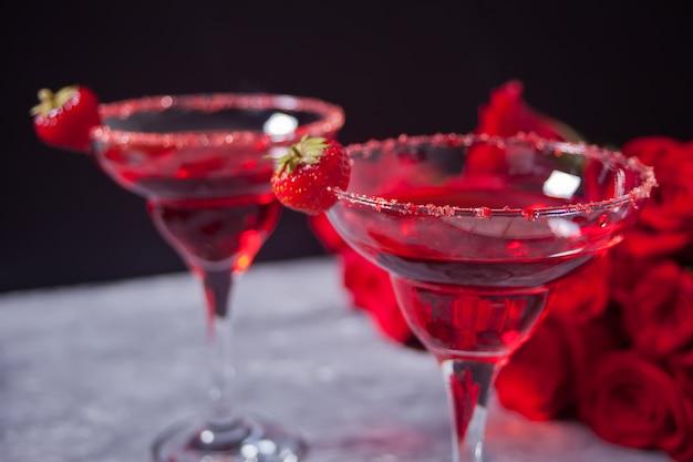 Cocktail alcoolique exotique rouge Photo Premium
