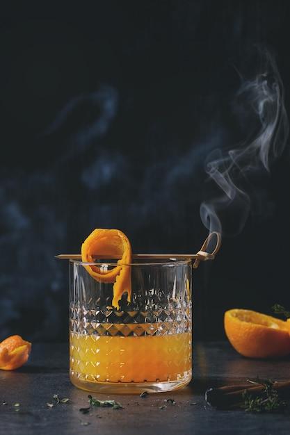 Cocktail au whisky et à l'orange Photo Premium