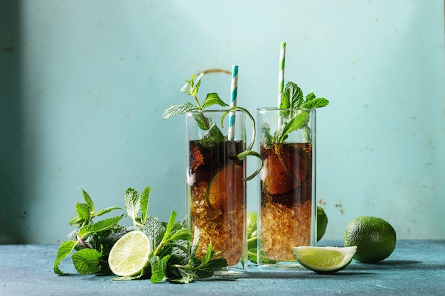 Cocktail cuba libre Photo Premium