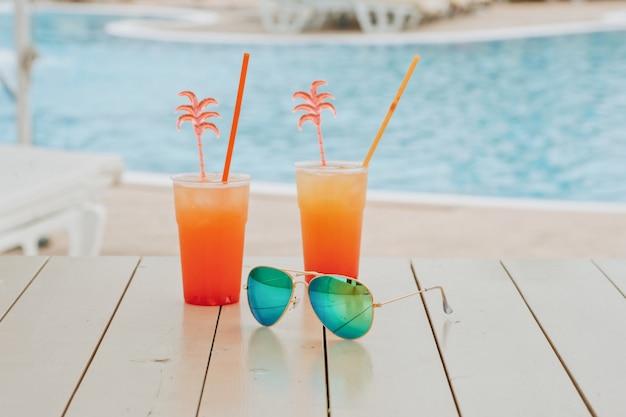 Cocktail d'été au parc aquatique en vacances Photo Premium