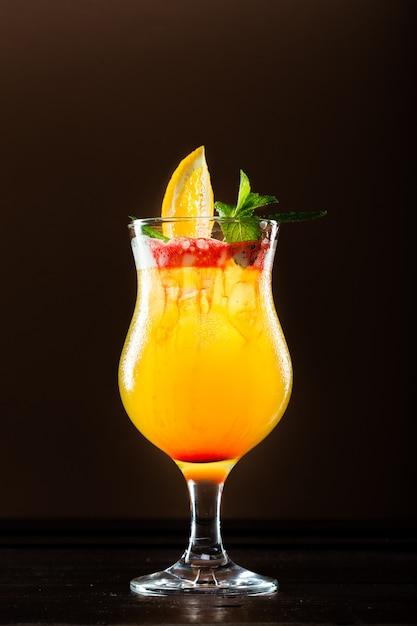 Cocktail frais à l'orange Photo Premium