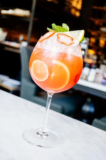 Cocktail de fruits de la passion aux fraises Photo gratuit