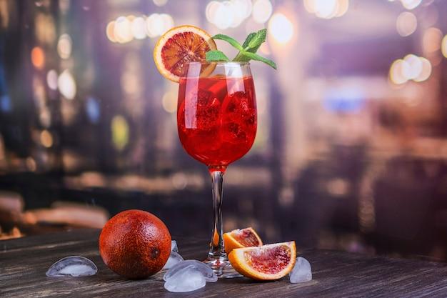 Cocktail italien aperol spritz Photo Premium