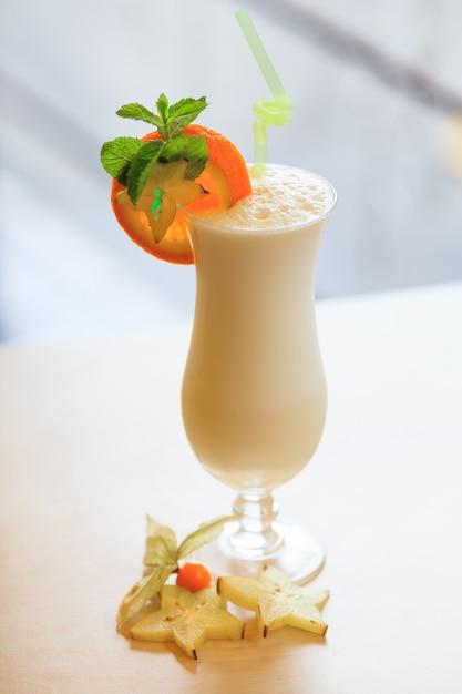 Cocktail De Lait. Concept De Nourriture Et De Boisson Photo Premium