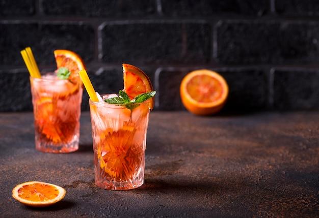 Cocktail negroni à l'orange et glace Photo Premium