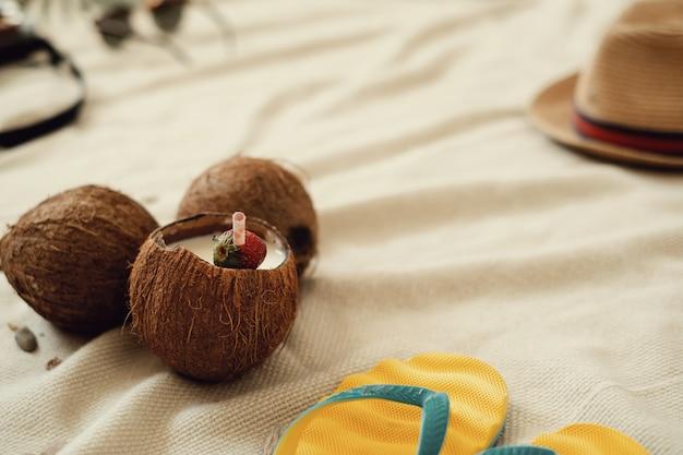 Cocktail De Noix De Coco, Concept De Vacances D'été Photo gratuit