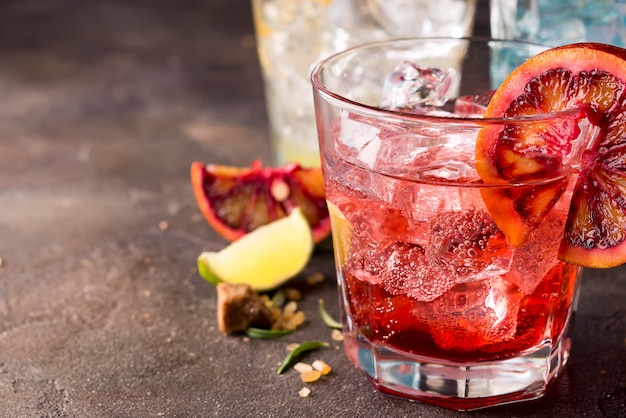 Cocktail rouge à l'orange sanguine Photo Premium