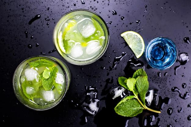 Cocktails alcoolisés savoureux Photo gratuit