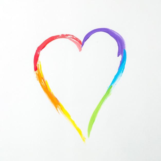 Coeur aux couleurs lgbt Photo gratuit