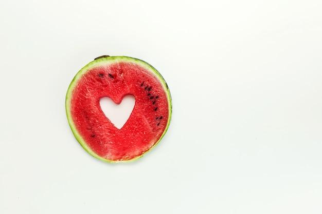 Coeur de melon d'eau isolé Photo Premium