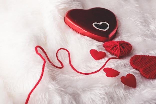 Coeur, saint valentin, vue de dessus, coeur rouge saint valentin Photo Premium
