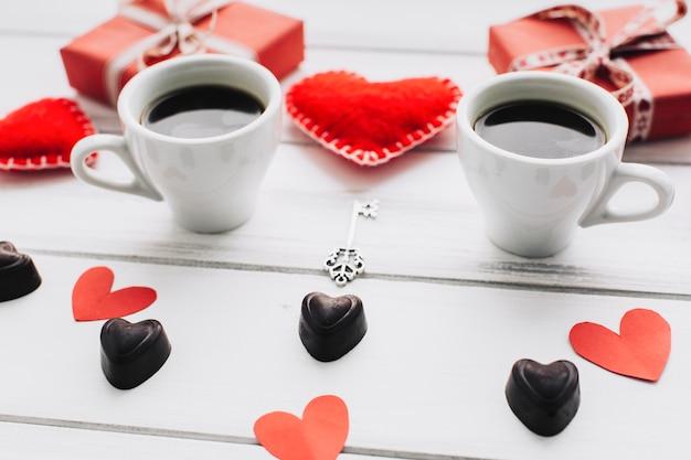 Coeurs Et Tasses à Café Photo gratuit