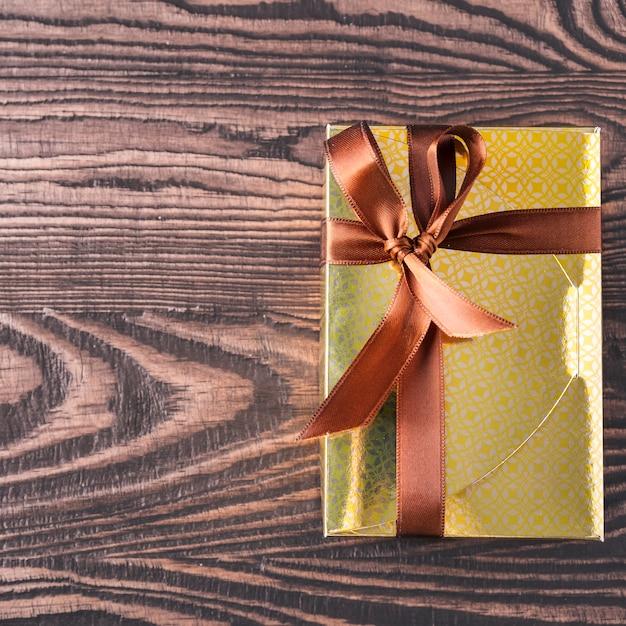Coffret Cadeau Bonbons Au Chocolat. Vue De Dessus. Espace Pour Le Texte Photo Premium