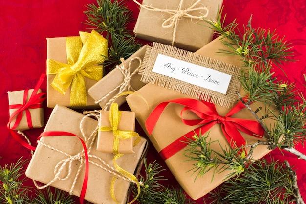 Coffrets cadeaux avec inscription joy peace love Photo gratuit