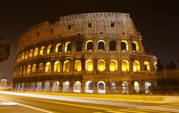 Colisée de nuit, rome Photo Premium