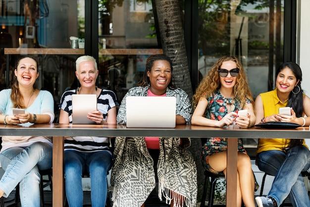 Collage féminité brunch café décontracté socialiser concept Photo Premium