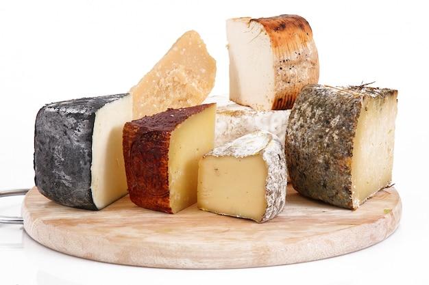 Collage de fromages italiens originaux en blanc Photo Premium
