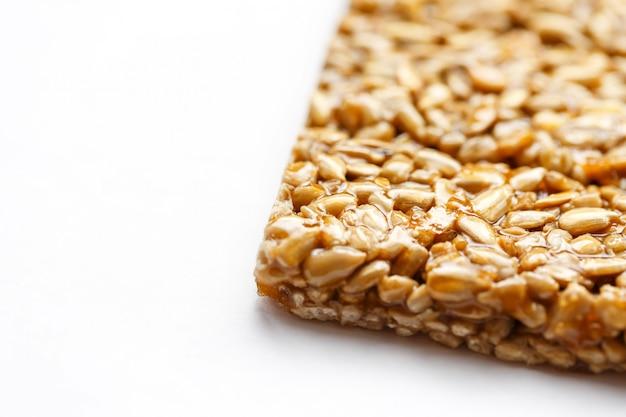 Collations santé. aliments de régime de remise en forme. kozinaki beignet, graines, barres énergétiques. Photo Premium