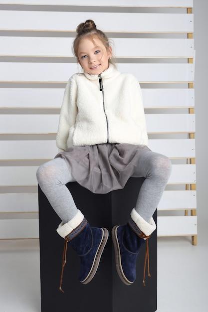 Collection D'automne De Vêtements Pour Enfants Et Adolescents. Vestes Et Manteaux Pour Le Froid Et L'automne Photo Premium