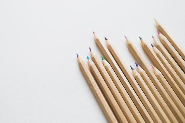 Collection de crayons de couleur Photo gratuit