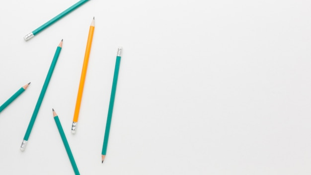 Collection De Crayons Vue De Dessus Avec Copie-espace Photo gratuit