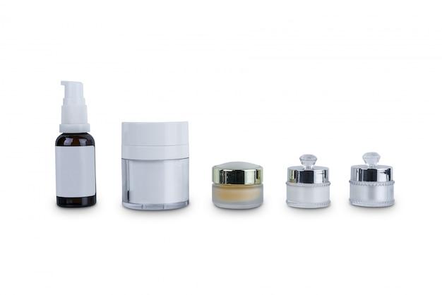 Collection de divers récipients de beauté cosmétiques hygiène cosmétique en plastique bouteille avec hydratant pour le corps isolé on white Photo Premium