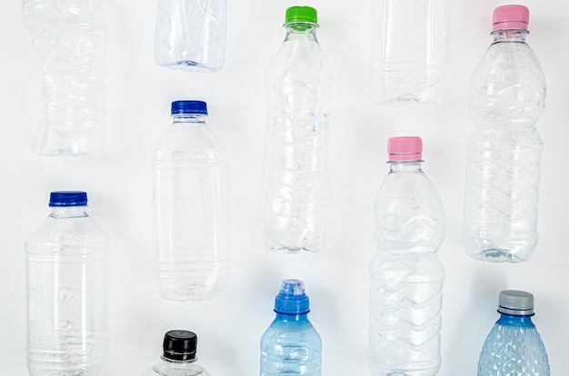 Collection de diverses bouteilles en plastique Photo gratuit
