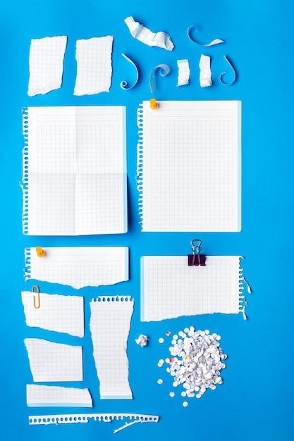 Collection De Morceaux De Papier De Différentes Formes. Photo Premium