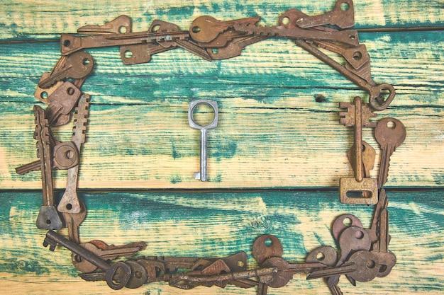 Collection de nombreuses anciennes clés rétro Photo Premium